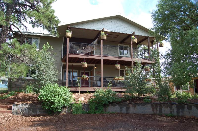 Your apartment is the top floor of this duplex - 1mi to Downtown 4b /4b Grand Canyon GetAway lookin - Flagstaff - rentals