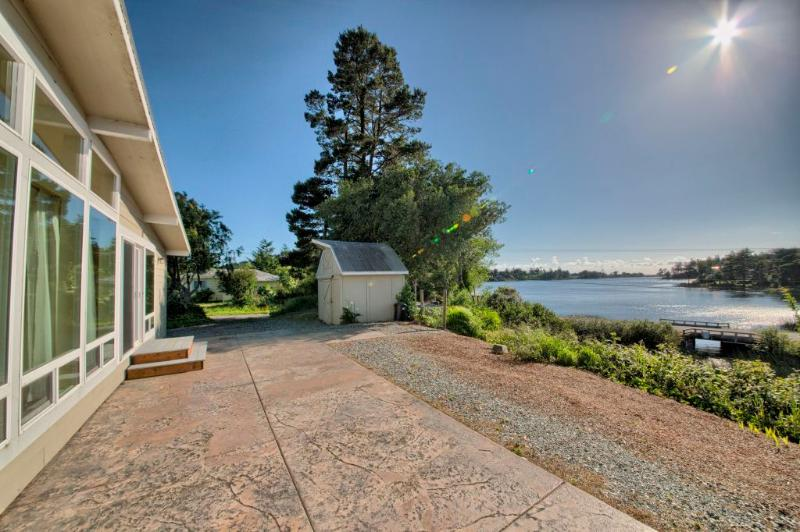 Stunning Home on Garrison Lake - Image 1 - Port Orford - rentals