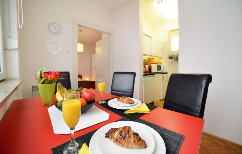 Spacious dining room - Central apartment Gold - Zagreb - rentals