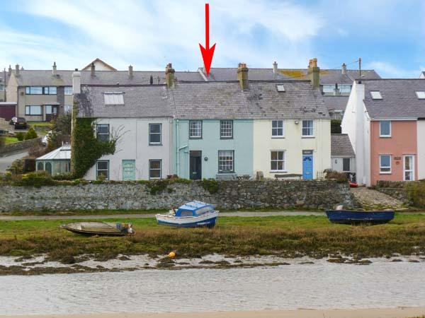 MIN-Y-DON, terraced cottage by beach, woodburner, front and rear gardens, in Aberffraw, Ref 19286 - Image 1 - Aberffraw - rentals