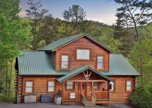 Handicap-Accessible, Sleeps 22, Huge Loft, Dogs Welcome, Wet Bar, Hot Tub - Image 1 - Pigeon Forge - rentals