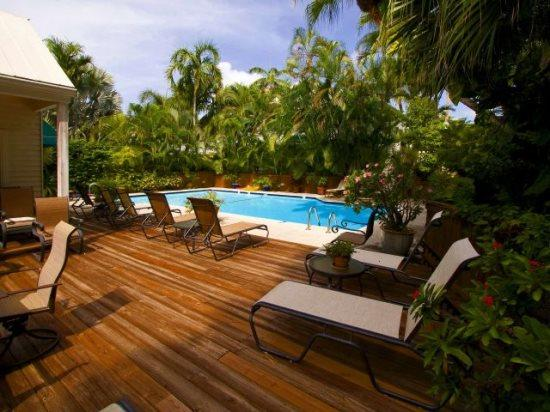 Plenty of lounge chairs for sunbathing - Southard Square Hideaway Old Town, Pool, Parking Too! - Key West - rentals