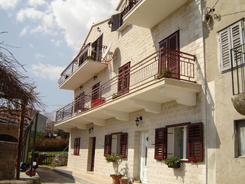 house - 03601BOL A zuti(2) - Bol - Bol - rentals