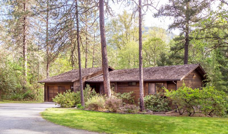 River House Exterior - The River House - Grants Pass - rentals