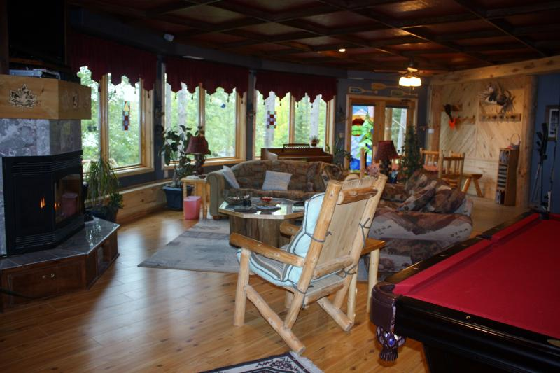 Grand great room - WATERFRONT LODGING AND TREE HOUSE SPA 2/7 - Squaw Lake - rentals
