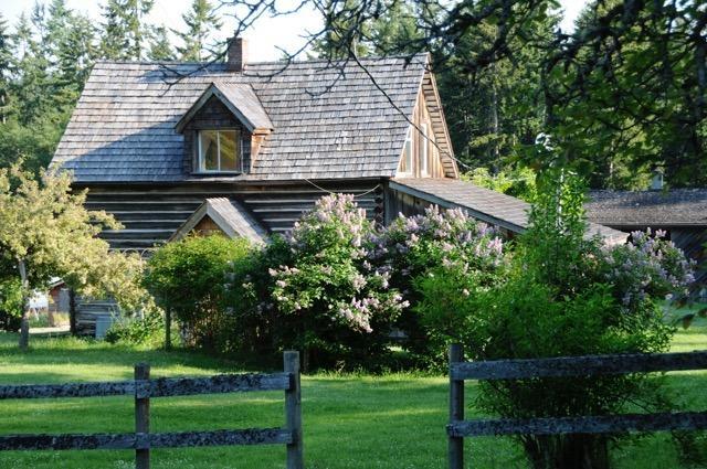 2 Bedroom Heritage Farmhouse - Image 1 - Salt Spring Island - rentals