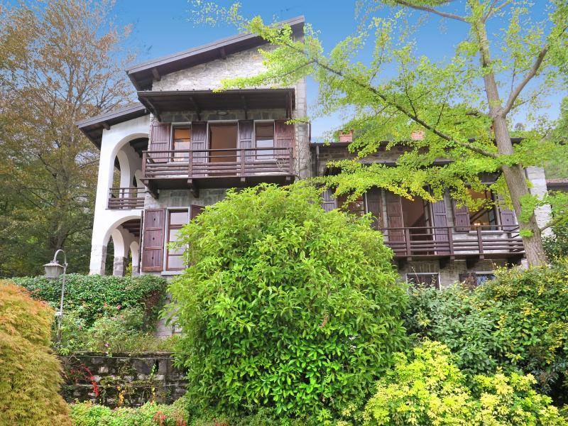 Villa Cigno - Image 1 - Oliveto Lario - rentals