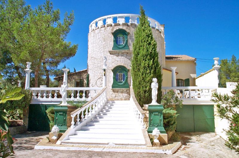 Villa Romane - Image 1 - Jonquieres-Saint-Vincent - rentals