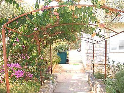 courtyard (house and surroundings) - 00701POST Meri 1(4+1) - Postira - Postira - rentals