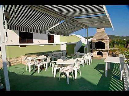 common terrace (house and surroundings) - 4930 A3(4) - Kukljica - Kukljica - rentals