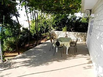 A1(2+2): garden terrace - 5141  A1(2+2) - Okrug Gornji - Okrug Gornji - rentals