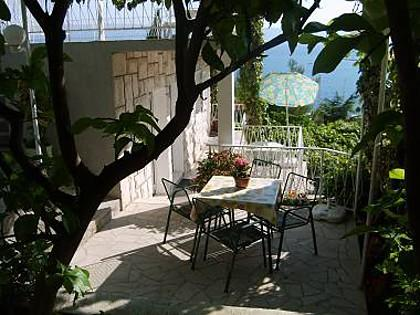 A2(3) bungalov: garden terrace - 5178 A2(3) bungalov - Omis - Central Dalmatia - rentals