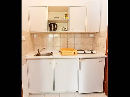 SA1(2): kitchen - 5569  SA1(2) - Okrug Donji - Okrug Donji - rentals