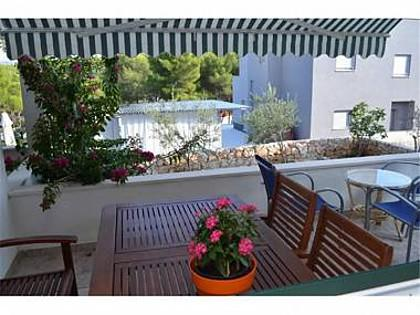 A1(2+2) Violeta: terrace - 5575  A1(2+2) Violeta - Cove Osibova (Milna) - Cove Osibova (Milna) - rentals