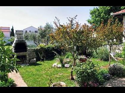 courtyard (house and surroundings) - 5614 R102(2) - Pirovac - Pirovac - rentals
