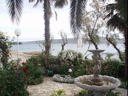 courtyard (house and surroundings) - 5951 R2(2+1) - Starigrad-Paklenica - Starigrad-Paklenica - rentals