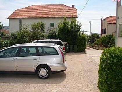 parking (house and surroundings) - 2590  R2 Mala(2) - Murter - Murter - rentals