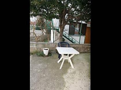 courtyard (house and surroundings) - 7235  A3(4+1) - Vodice - Vodice - rentals