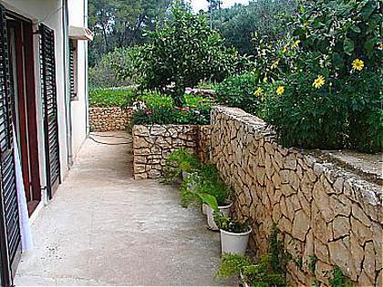 A2(4+2): garden terrace - 0412SLAT  A2(4+2) - Slatine - Slatine - rentals