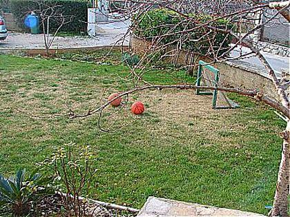 garden (house and surroundings) - 00506VODI A1(2+1) - Tribunj - Tribunj - rentals