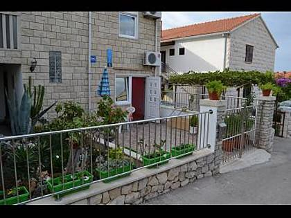 courtyard (house and surroundings) - 7501SUPE SA1(2) - Supetar - Supetar - rentals
