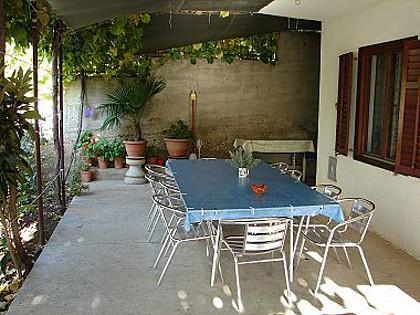 A1(8): garden terrace - 01304KOMI  A1(8) - Komiza - Komiza - rentals