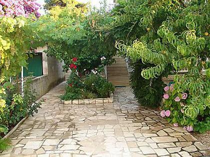 courtyard (house and surroundings) - 003MIRC  Zuti(3) - Mirca - Mirca - rentals
