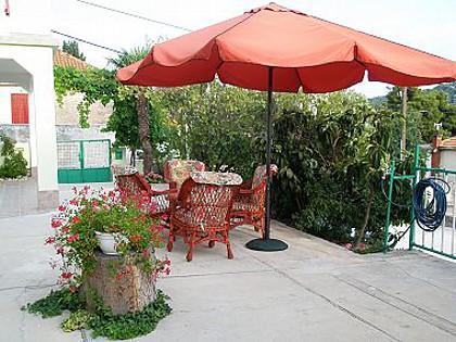 A2(2): garden terrace - 01110TISN  A2(2) - Tisno - Tisno - rentals