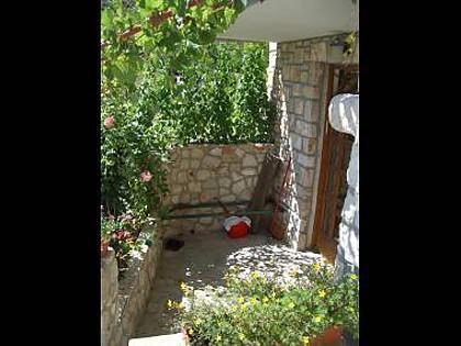 A6(2+2): garden terrace - 2176 A6(2+2) - Ivan Dolac - Ivan Dolac - rentals