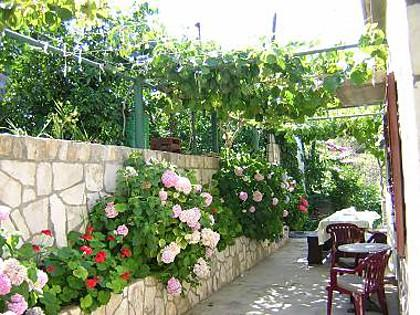 H(7+1): garden terrace - 2251 H(7+1) - Stomorska - Stomorska - rentals