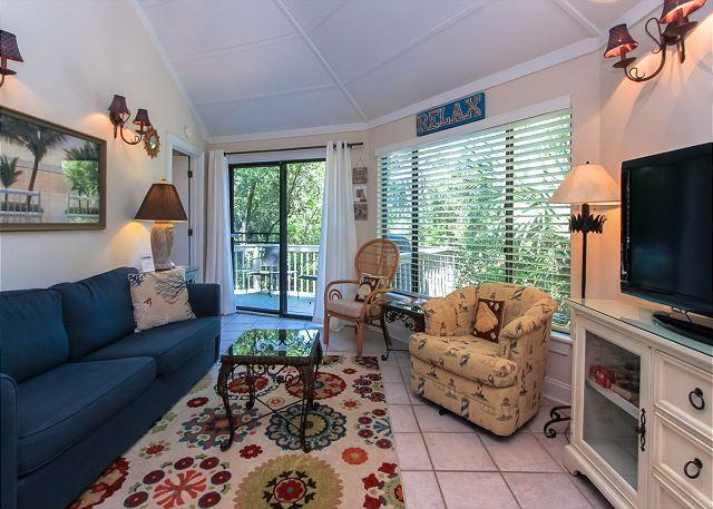 Living Area - 19 Night Heron - Cute, 1 Bedroom Cottage - 5 minutes walk to the beach - Hilton Head - rentals