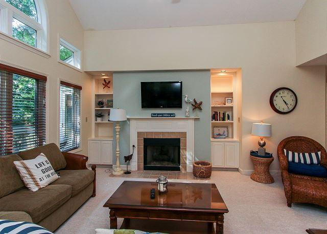 Living Area - 7627 Huntington-Quick150 yards walk to the beach. Available for rent 8/8 week - Hilton Head - rentals