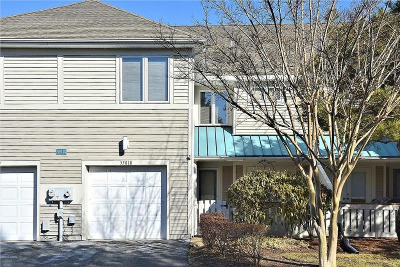 Lovely 3 bedroom, 2 1/2 bath lake front unit with terrific views! - Image 1 - Bethany Beach - rentals