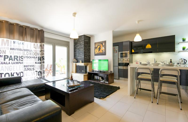 Luxury apartment, free parking - Image 1 - Thessaloniki - rentals