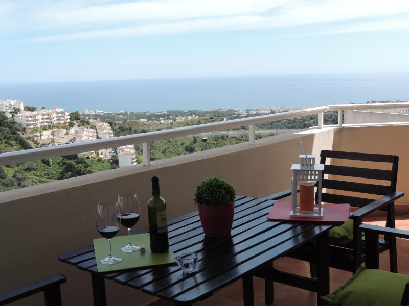 Beautiful terrace and fabulous views at Nueva Calahonda 2 - Lovely apartment, pool. sea views, BBQ, wifi. - Sitio de Calahonda - rentals