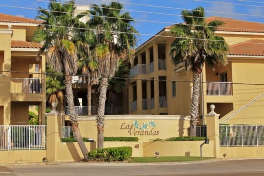 Las Verandas 205  Pool & courtyard, gated complex - Image 1 - South Padre Island - rentals