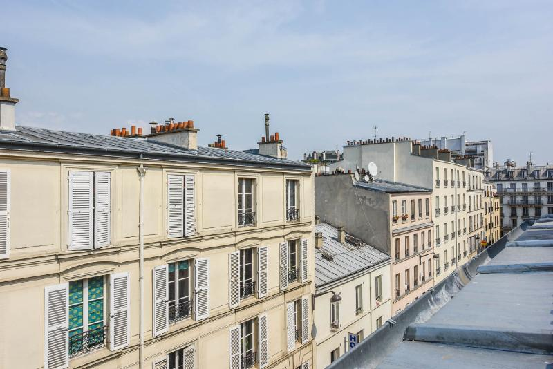 Paris roof landscape from the window - Cozy Vacation Stay in Paris at Montmartre - Paris - rentals