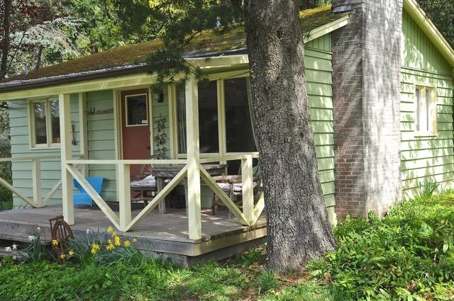Exterior of the green cottage - Classic Farm Stay Cottage - Salt Spring Island - rentals
