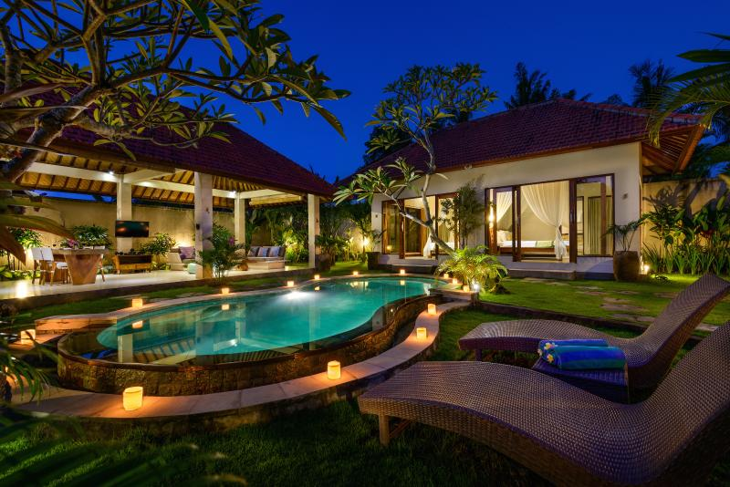 5 bedroom property with 3 pools and 3 livingrooms set on 1200m2 of pristine land - Fantastic 5BD Villa Estate with 3 Pools! - Canggu - rentals