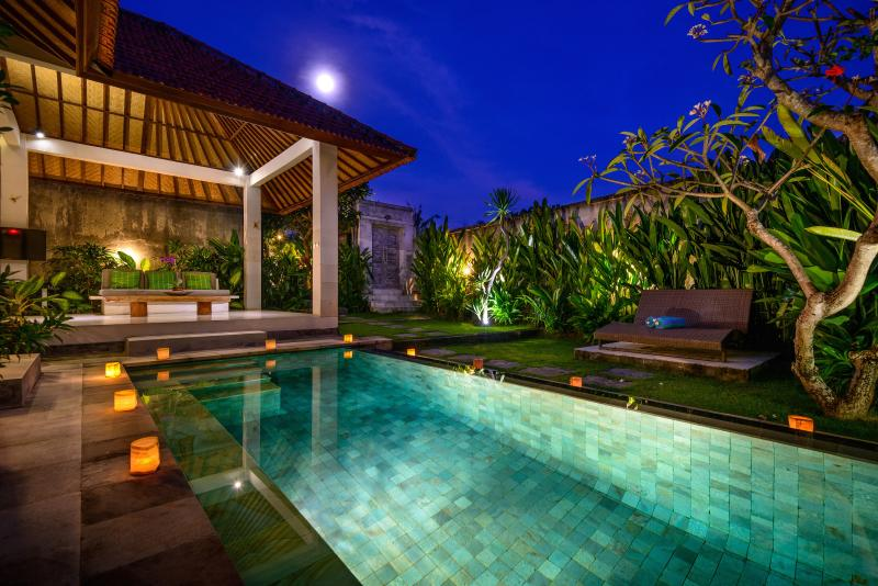 The pool lit by light adds to a romantic atmosphere - Romantic luxury escape in Canggu - Canggu - rentals
