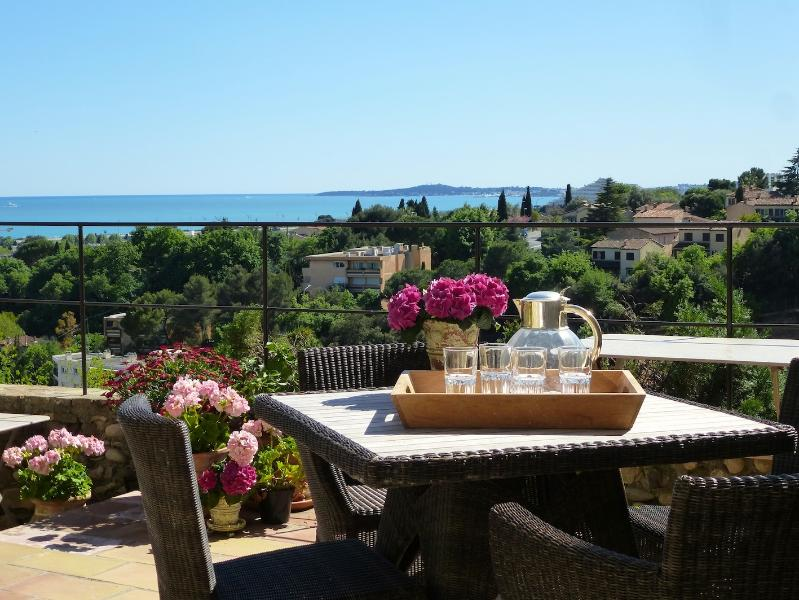 Sea view terrace - Lovely, and Pet-Friendly, Stone Home With Seaview, - Cagnes-sur-Mer - rentals