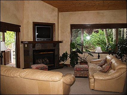 Living Area - Gas Fireplace, TV, Piano - Spacious Eagle-Vail Duplex - Close to Slopes (10092) - Minturn - rentals