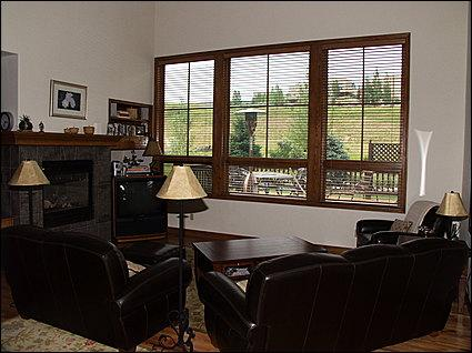 Living Area with Golf Course Views, TV - 1st Hole Near Clubhouse - 5 Minutes to Arrowhead Lift (17710) - Edwards - rentals