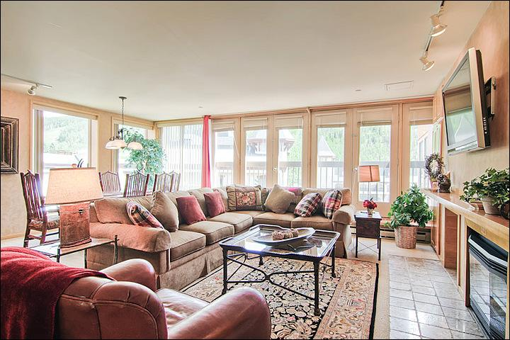 Spacious Living Room Includes a Gas Fireplace and Flat-Screen TV - Great Condo for Group Getaways - Picturesque Views of Vail Mountain (4060) - Vail - rentals