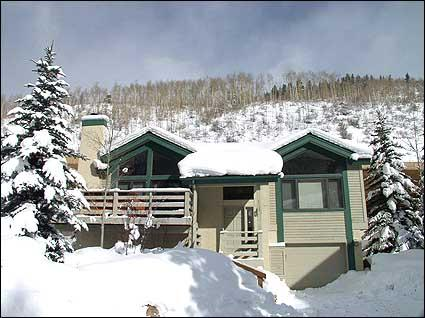 Located in East Vail at the Base of Mountain - Beautiful Home with Panoramic Mountain Views  - Open Family Room (6039) - Vail - rentals