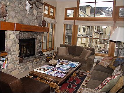 Large and Open Living Room with Wood Burning Fireplace - Spacious Beaver Creek Townhome  - Distinctive Mountain Home (8380) - Avon - rentals