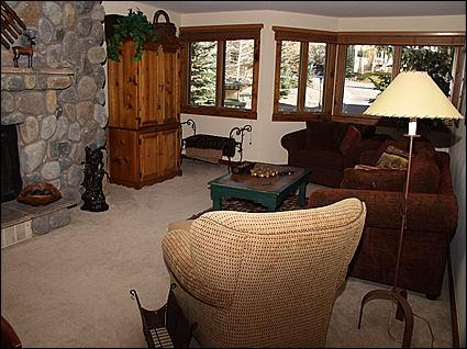 Cozy Mountain Lodge with Rock Wall Fireplace in Living Area - Fantastic Beaver Creek Home - Authentic Finishes Throughout (8899) - Avon - rentals