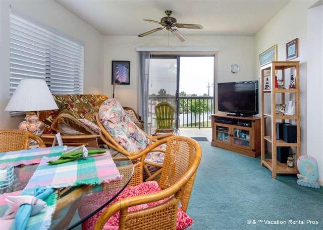 "Let the ocean breezes flow in while you watch TV - Ocean Village M31, 3rd Floor, 40"" HDTV, I-pod docks - Saint Augustine - rentals"