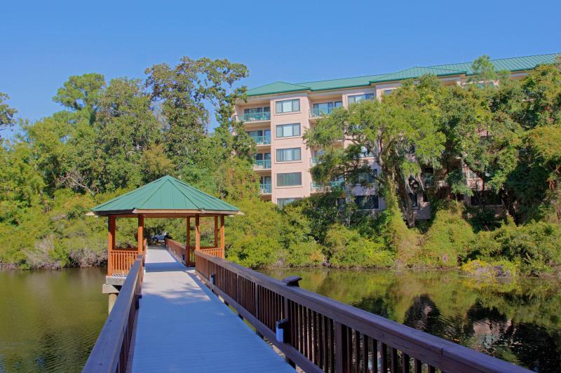 Waterside Villa *Free Golf & 2 blocks from beach* - Image 1 - Hilton Head - rentals