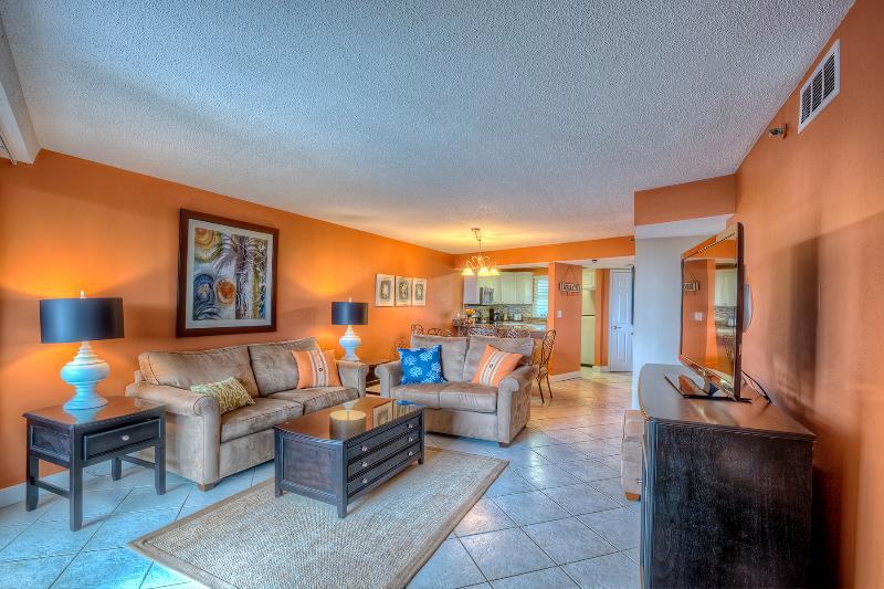 Living room - July 4 - 11 Available - Gulf Front - Upscale - Sandestin - rentals